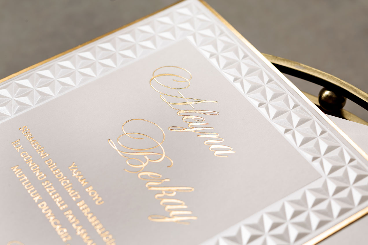 Altın yaldızlı davetiye